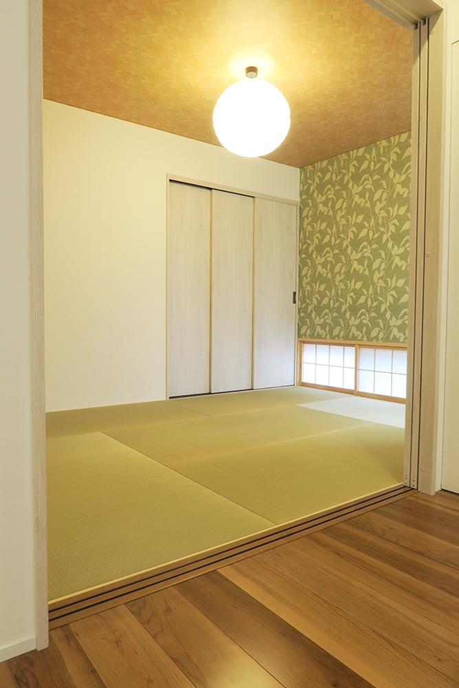 リビング横に繋がる和室は間仕切扉で独立した部屋としても使用可