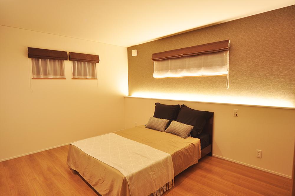 心地よい安らぎを与える寝室の間接照明