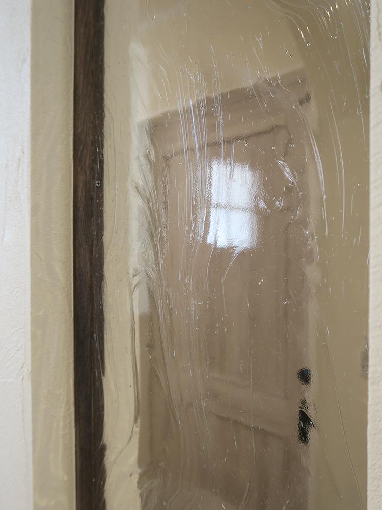 玄関のアクセントに加えたお客様が購入された古板ガラス